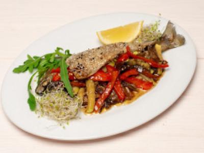 заказать: Основные блюда - Форель с овощами в кисло-сладком соусе