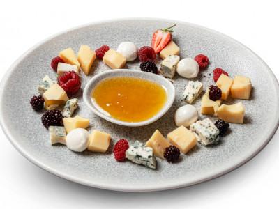 заказать: Холодные закуски - Плато ароматных сыров