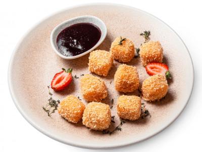заказать: Горячие закуски - Сырные байтсы с ягодным соусом