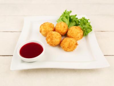 заказать: Горячие закуски - Сырные шарики с клюквенным соусом