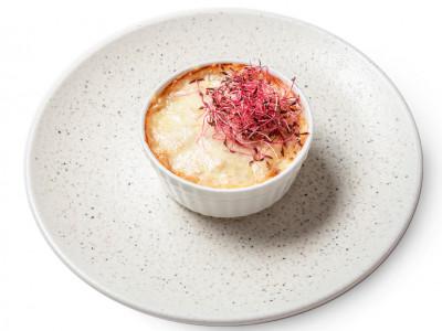 заказать: Горячие закуски - Жульен с курицей и грибами под сыром моцарелла
