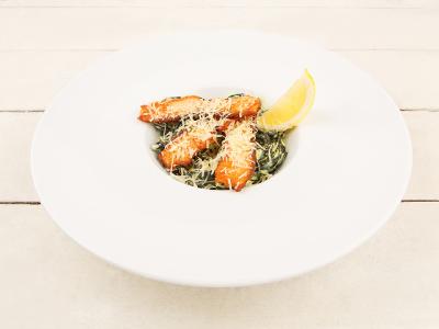заказать: Паста - Черная паста с лососем в сливочном соусе
